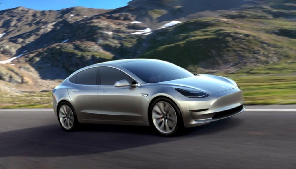 Troppe richieste per Tesla Model 3, Musk costretto a un piano anti vendite