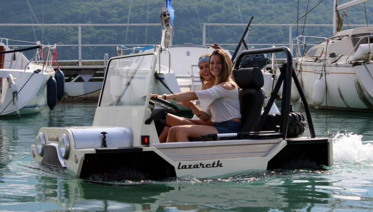 C'è un'auto che cammina sull'acqua: è la Mini Moke Amphibie