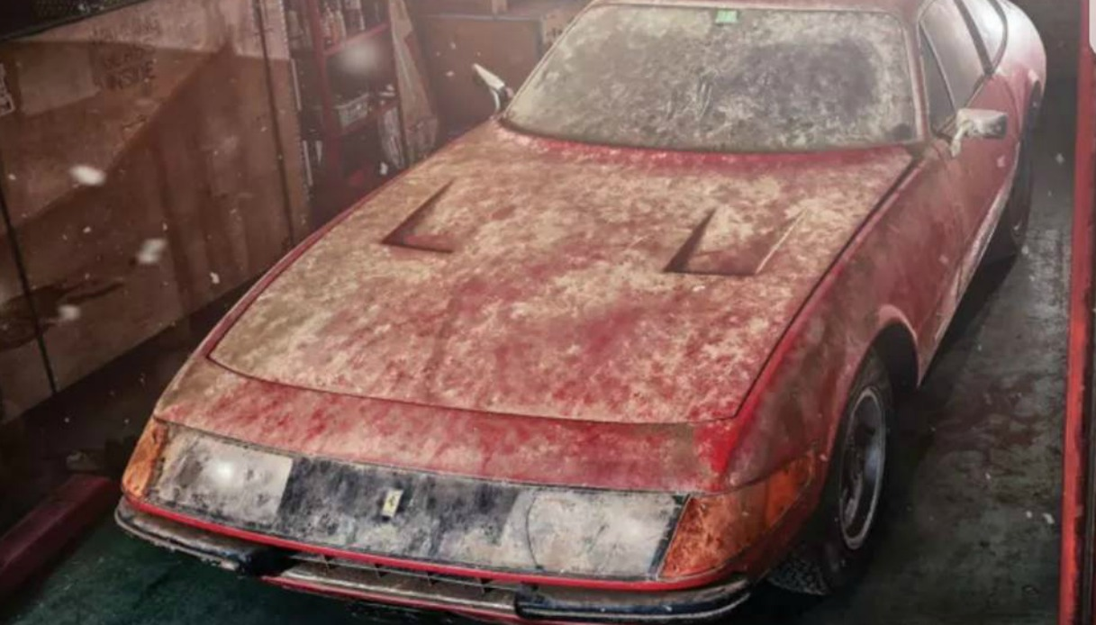 Ferrari Daytona trovata in una stalla
