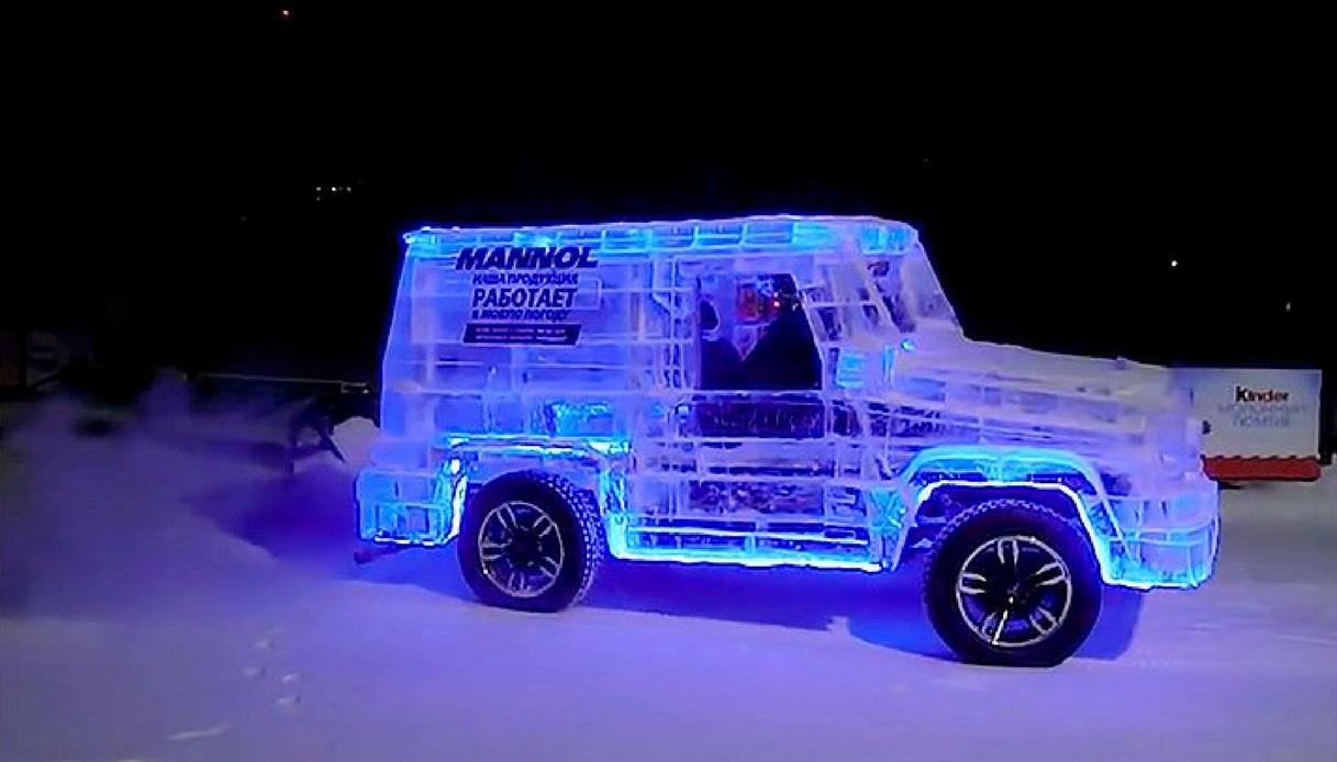 Arriva dalla Siberia un'auto fatta con 6 tonnellate di ghiaccio