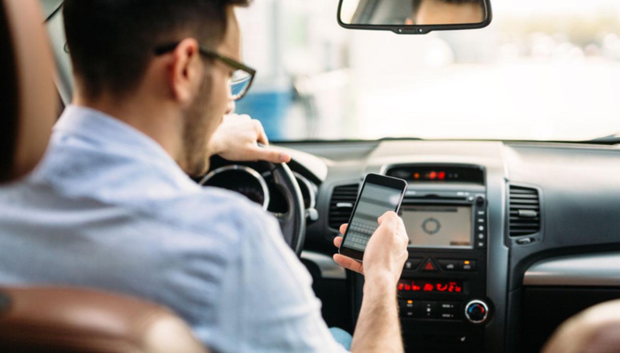 In caso di incidenti la polizia controllerà gli smartphone