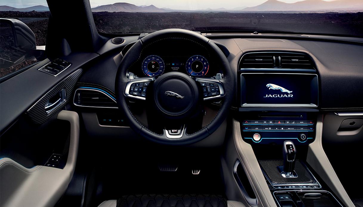 Jaguar F Pace SVR Interno