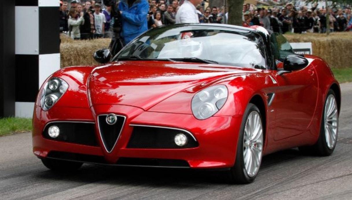 Auto classiche, i miti Fiat e Alfa Romeo al Salone di Parigi: Alfa Romeo 8C Spider 2010