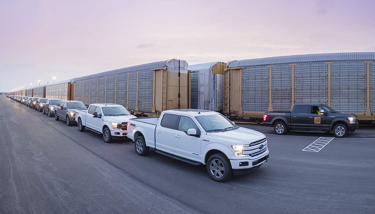 Il convoglio trainato dalla Ford F-150