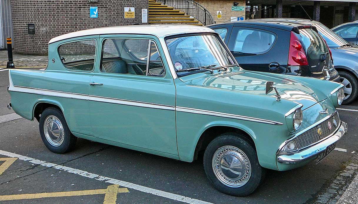 Ford Anglia turchese