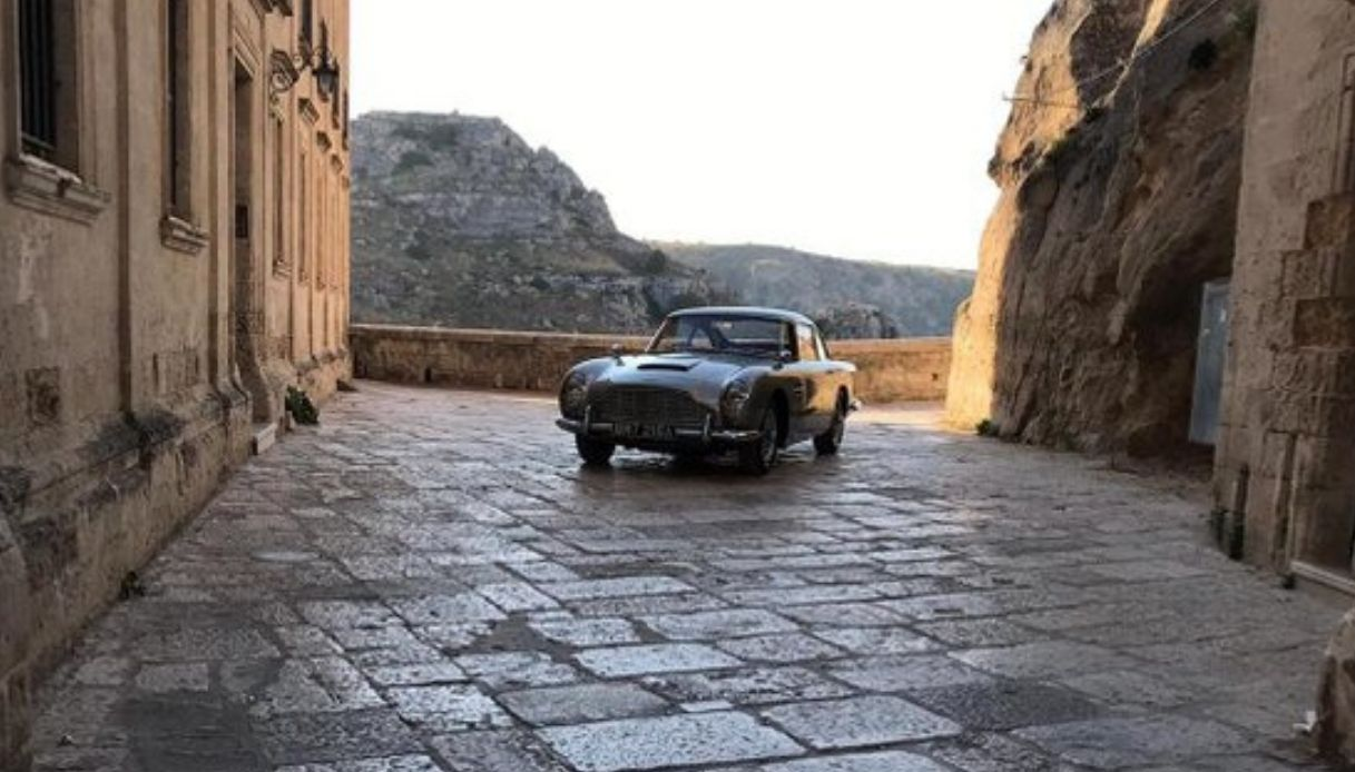 aston martin james bond matera