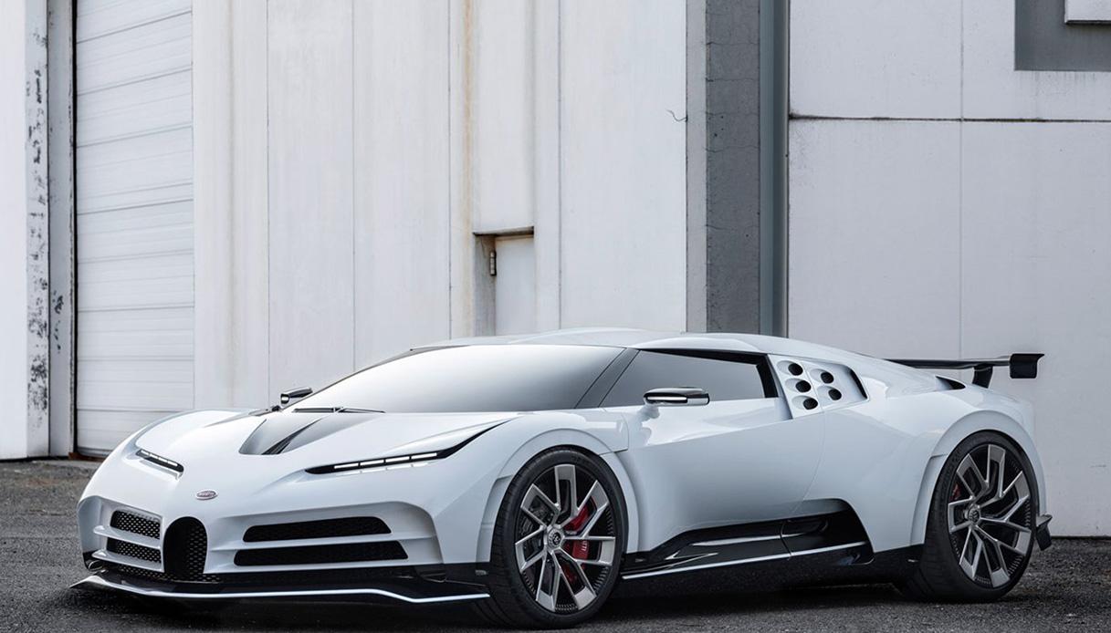 Bugatti Centodieci, hypercar da 1600 cv presentata a Pebble Beach