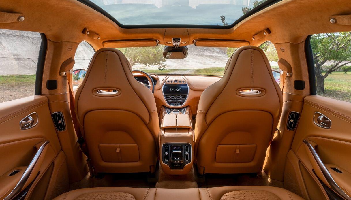 Aston_Martin_DBX_Interior