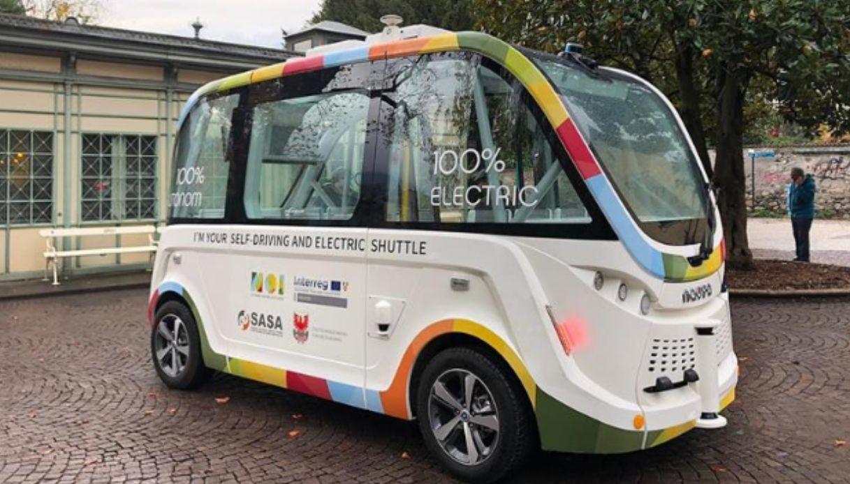 primo autobus guida autonoma
